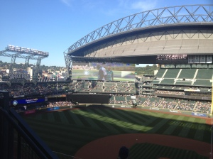 Yedlin throws out the first pitch!